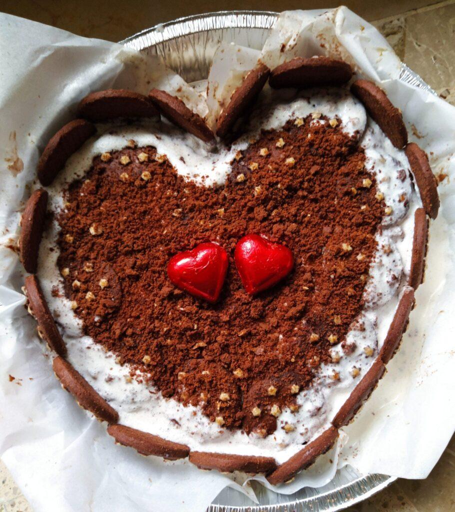 torta a cuore al cioccolato